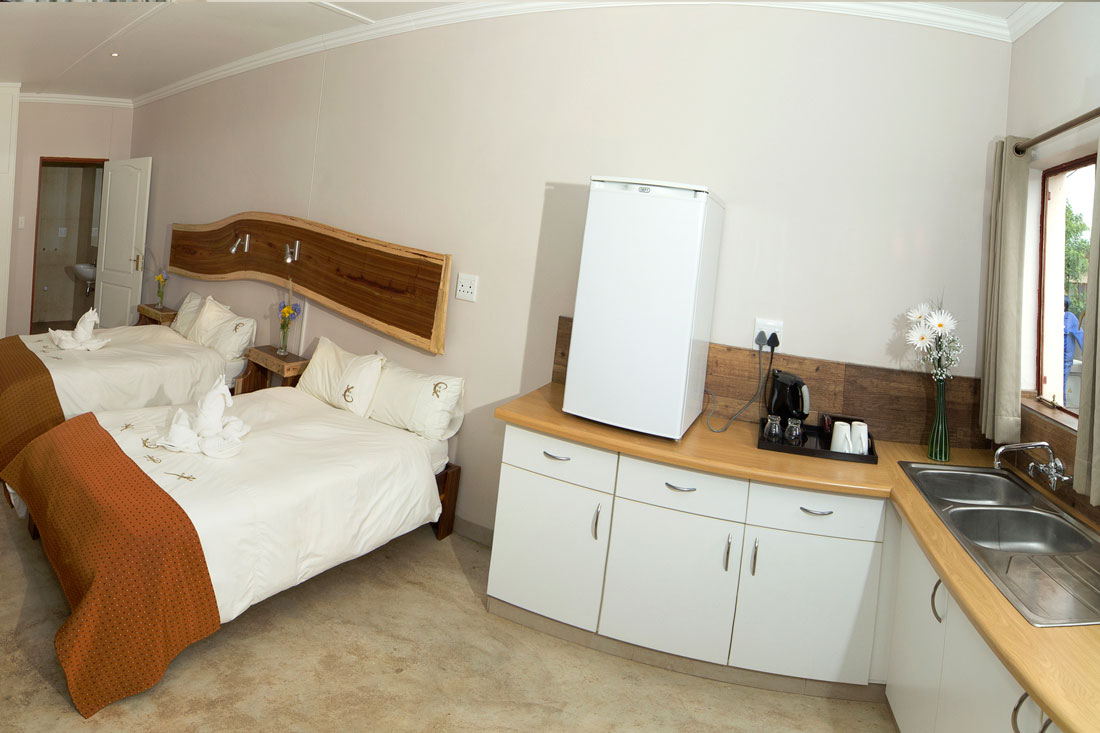 Twin room and kitchenette